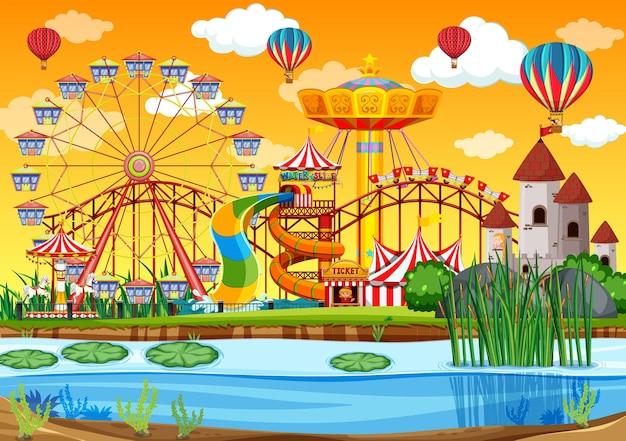Parque de diversões com cena ao lado do pântano durante o dia e balões no céu