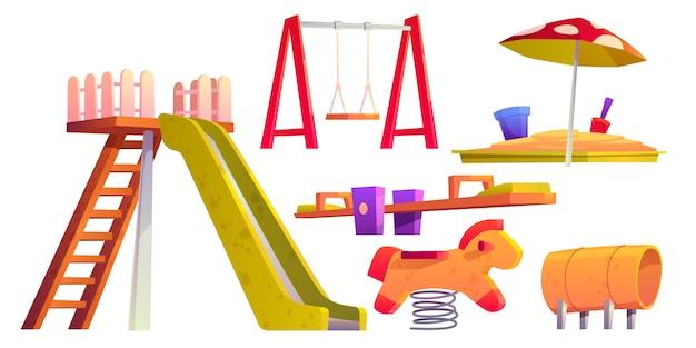 Parque infantil com escorregador, caixa de areia e balanço