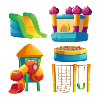 Parque infantil com trampolim e escorregador