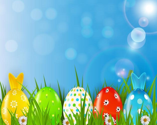 Páscoa com ovos realistas, grama e fundo de primavera.