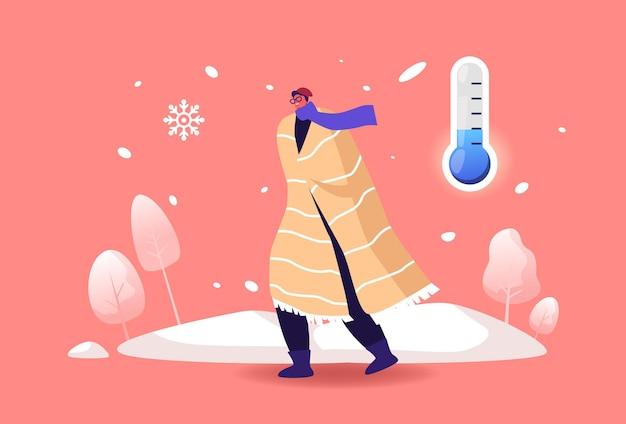 Passante resfriado caminhando contra o vento e a neve na rua em clima frio de inverno com neve baixa