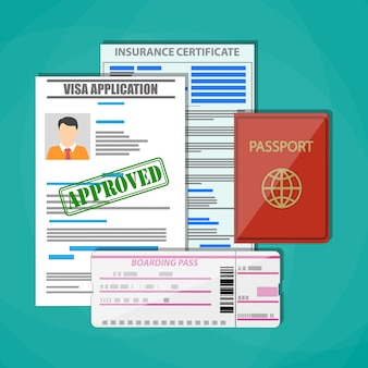 Passaporte internacional, pedido de visto aprovado, certificado de seguro e bilhete de embarque. conceito de viagens.