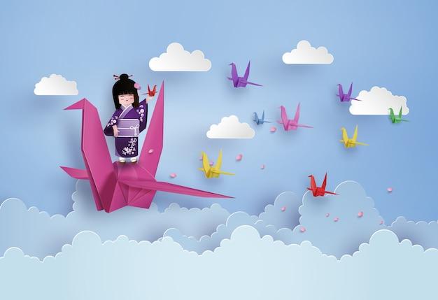 Pássaro do origami que voa no céu com nuvem.
