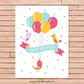 Pássaros com cartão de balões de aniversário