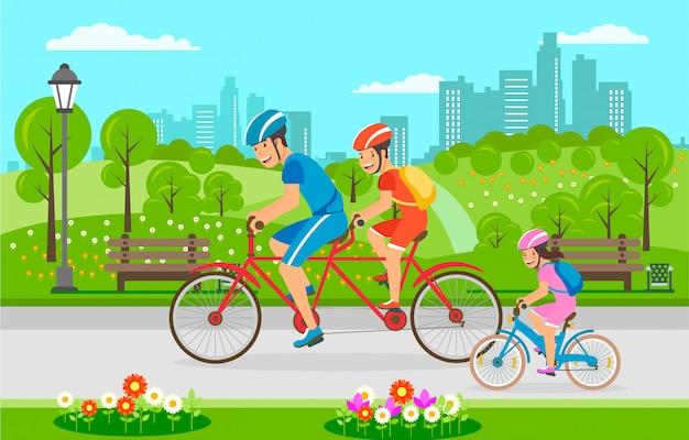 Passeio da bicicleta da família através do parque da cidade no verão.