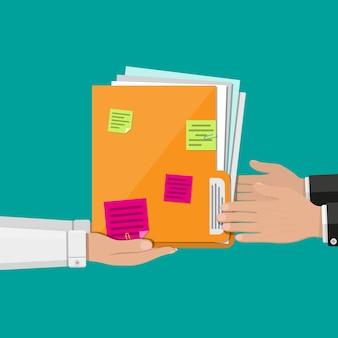 Pasta de documentos com folhas de papel, notas autoadesivas
