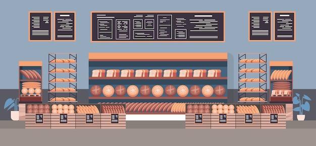 Pastelaria moderna interior de diferentes produtos de pastelaria de padaria nas prateleiras ilustração vetorial plana horizontal