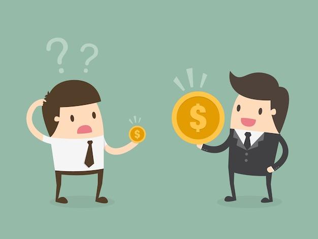 Patrão e empregado com moedas