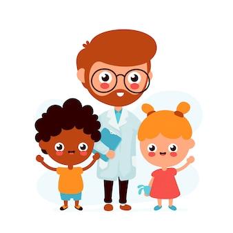Pediatra de sorriso engraçado bonito do doutor e crianças felizes. ajuda dos cuidados médicos. design de personagens de desenhos animados plana de vetor. isolado no branco