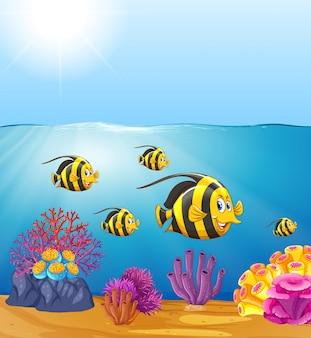 Peixe-borboleta sob o oceano
