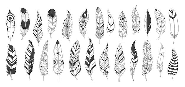 Penas decorativas étnicas rústicas, penas tribais de vetor vintage de boho de tinta desenhada.
