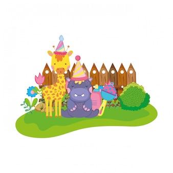 Pequena girafa e hipopótamo com chapéus de festa