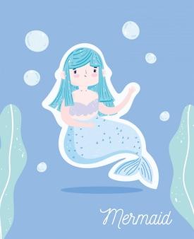 Pequena sereia fofa com cabelo azul com algas e bolhas de desenho subaquático