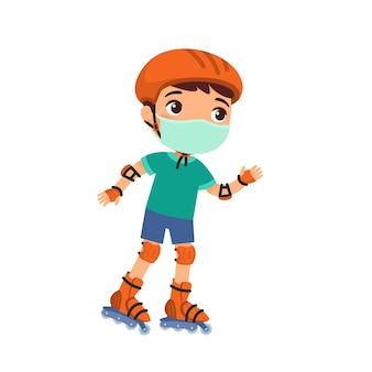 Pequeno desportista com máscara protetora