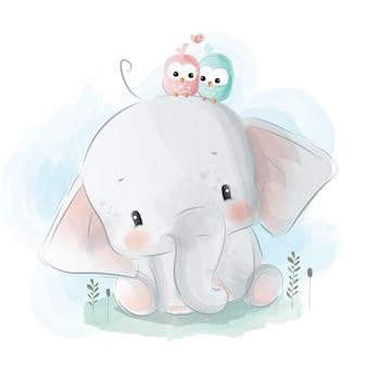 Pequeno elefante com passarinhos no seu ouvido
