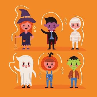 Pequenos grupos de crianças com personagens de fantasias de halloween