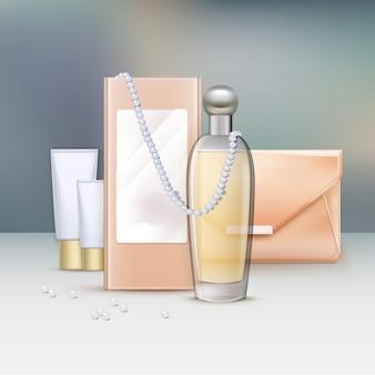 Perfume com caixa e produtos de beleza na mesa