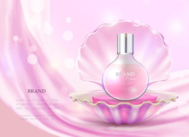 Perfume em frasco de vidro e concha aberta.