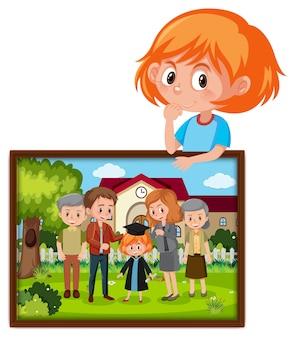 Personagem de desenho animado de uma garota segurando a foto da formatura