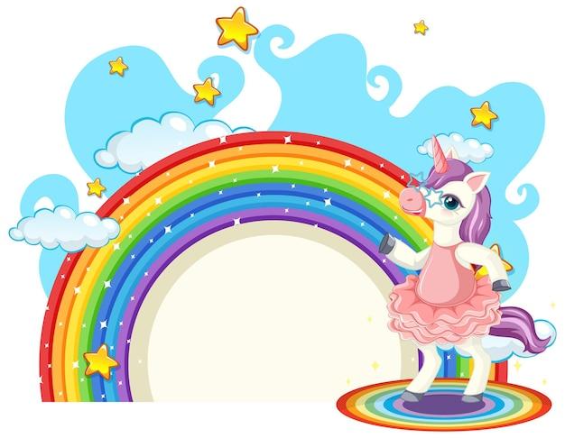 Personagem de desenho animado de unicórnio com arco-íris isolado no branco