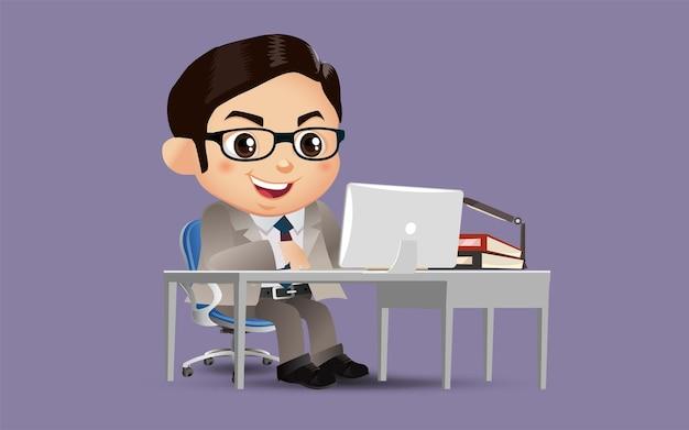 Personagem de empresário trabalhando em um laptop na mesa do escritório