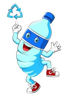 Personagem de mascote de desenho de garrafa de plástico de água apontando um sinal de reciclar