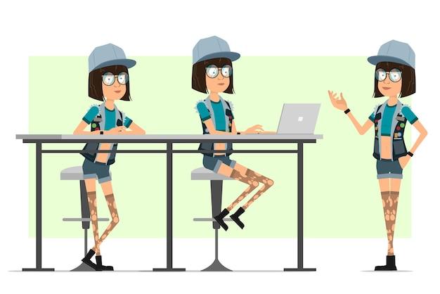 Personagem de menina plana engraçado hipster dos desenhos animados em boné de caminhoneiro, óculos e shorts jeans. garota trabalhando no laptop e posando para a foto.