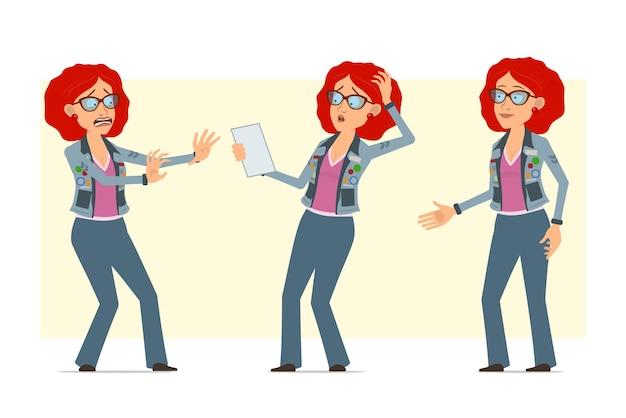 Personagem de mulher hippie ruiva plana engraçada dos desenhos animados de óculos e jaqueta jeans. menina surpresa, apertando as mãos e lendo o livreto.