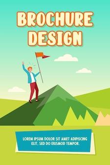 Personagem feliz escalando uma montanha e segurando um modelo de folheto de bandeira