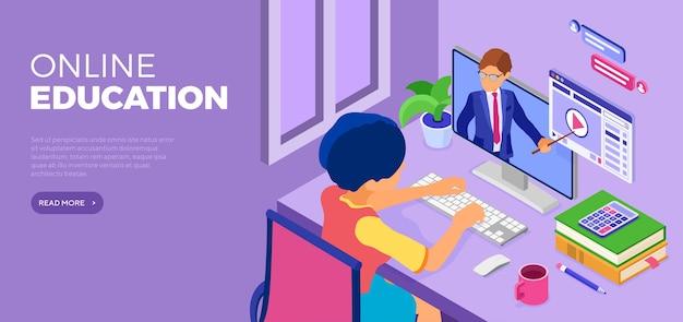 Personagem senta-se à mesa e aprende online em casa.