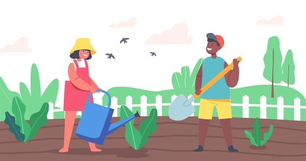 Personagens de crianças felizes trabalhando no jardim de verão. menino africano cavando solo, agricultor de menina caucasiana ou jardineiro regando plantas no canteiro de flores. hobby de jardinagem das crianças. ilustração em vetor desenho animado