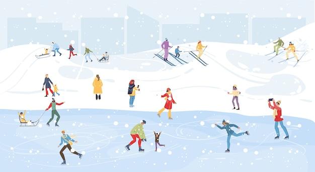 Personagens de desenhos animados da família fazendo atividades esportivas ao ar livre de inverno, esqui, patinação no gelo e trenó na neve, feliz natal, conceito de feriado de ano novo feliz