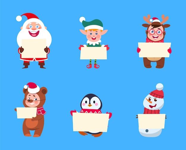 Personagens de natal. papai noel, boneco de neve elfo segurando banners. crianças bonitos dos desenhos animados usam fantasias de férias com cartazes de papel. ilustração em vetor pessoas pinguim urso veado ano novo