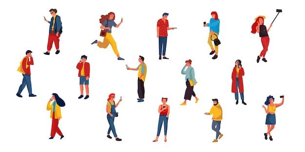 Personagens planos mandando mensagens de texto, ouvindo e falando com smartphones