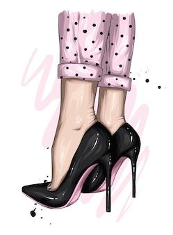 Pés femininos em sapatos elegantes