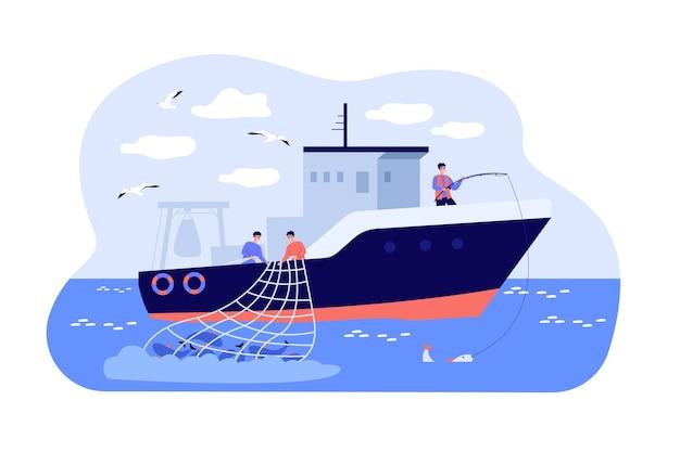 Pescadores de barco à vela no mar e pesca com vara e rede.