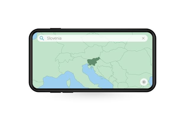 Pesquisando o mapa da eslovênia no aplicativo de mapa do smartphone. mapa da eslovênia no celular.