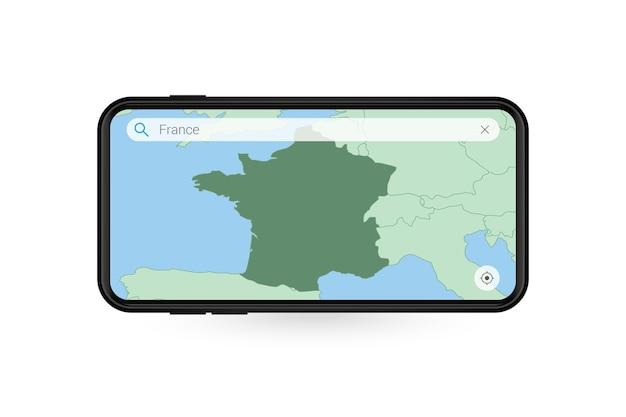 Pesquisando o mapa da frança no aplicativo de mapa do smartphone. mapa da frança no celular.
