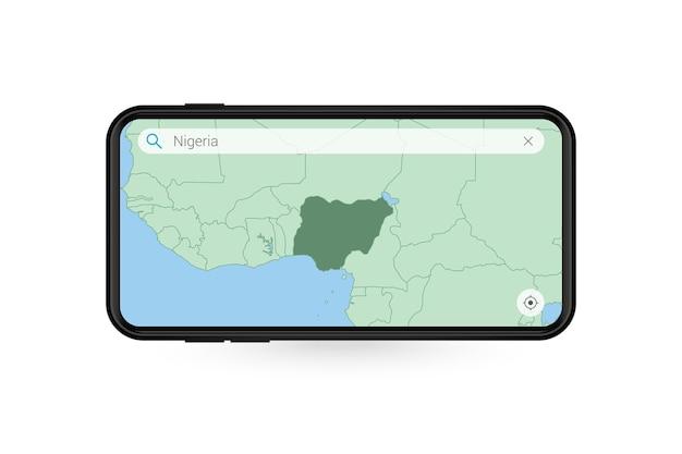 Pesquisando o mapa da nigéria no aplicativo de mapa do smartphone. mapa da nigéria no telefone celular.