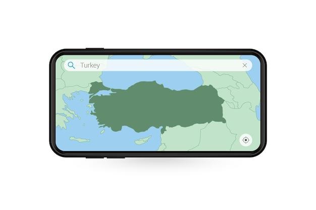 Pesquisando o mapa da turquia no aplicativo de mapa do smartphone. mapa da turquia no telefone celular.