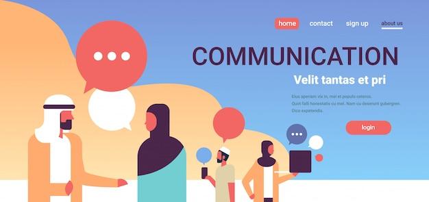 Pessoas árabes conversa bolhas comunicação banner