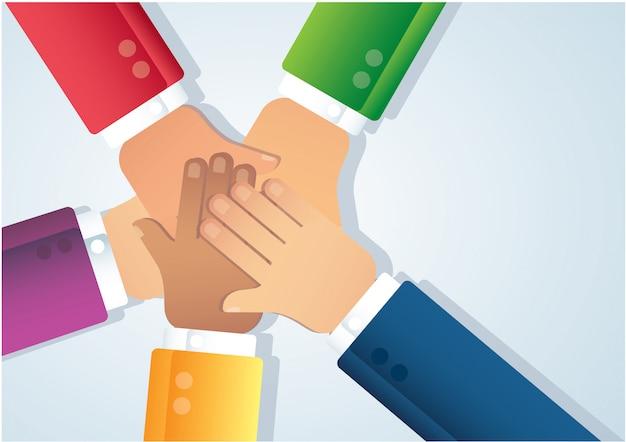 Pessoas colocando as mãos juntas