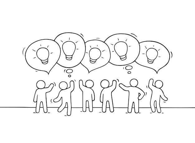 Pessoas com balões de fala e ideias para lâmpadas