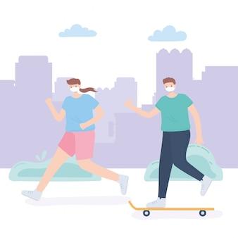 Pessoas com máscara facial médica, mulher correndo e menino andando de skate no parque, atividade da cidade durante coronavírus