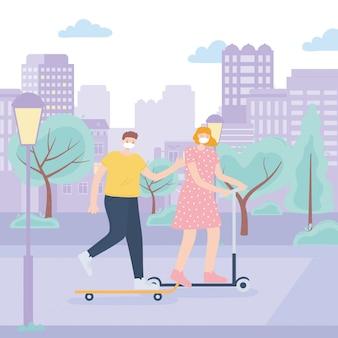 Pessoas com máscara facial médica, mulher e menino, andar de skate e patinar parque urbano de scooter, atividade da cidade durante coronavírus