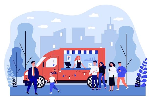 Pessoas comprando sorvete no caminhão.
