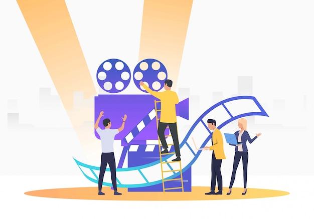 Pessoas criando filme