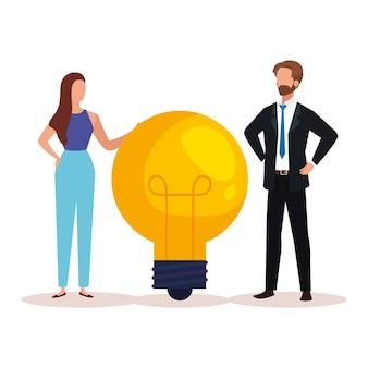 Pessoas criativas de mulher e homem com lâmpada, ilustração do tema idéia e imaginação
