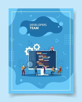 Pessoas da equipe de desenvolvedores trabalhando juntas no computador, pôster.