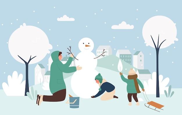 Pessoas da família fazem boneco de neve engraçado de natal juntos